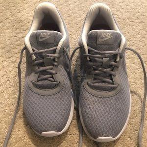 Nike Roshe size 8.5 women's